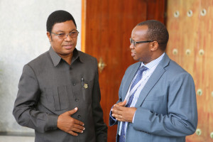 Majaliwa Kassim Majaliwa (left) talking to Permanent Secretary Dkr Florens Turuka shortly after his appointment as Prime Minister (photo Prime Minister's Office)