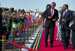Presidents Obama and Kikwete on the red carpet